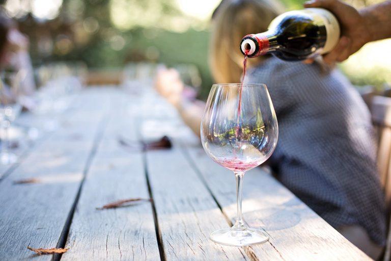 Lees meer over het artikel Voorbereidingen wijnactie
